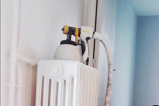 Quelle peinture pour un radiateur en fonte trucs et for Peinture pour baignoire fonte